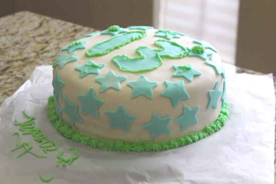 Cooking with Kinsey – Gluten-Free birthday cake w/ fondant & buttercream