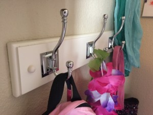 How to organize bags, purses, and scarves in a tweens room