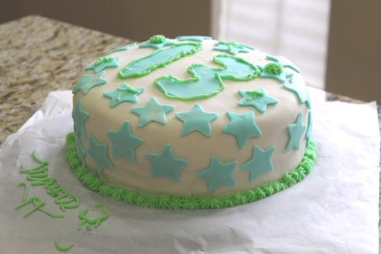 Cooking with Kinsey – Gluten-Free birthday cake w/ fondant & buttercream